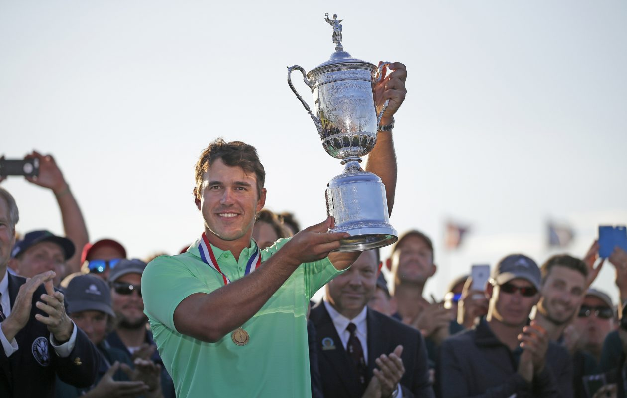Brooks Koepka holds up the U.S. Open Championship trophy following the final round of the 2017 U.S. Open Championship on Sunday, June 18, 2017 at Erin Hills in Hartford, Wis. (Mike De Sisti/Milwaukee Journal Sentinel/TNS)