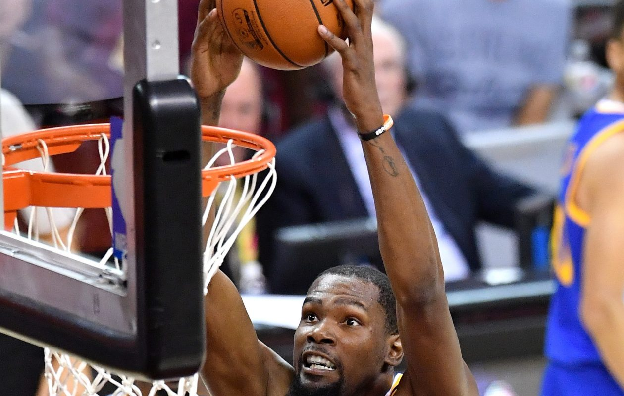 Kevin Durant of the Golden State Warriors goes up for a dunk in the third quarter against the Cleveland Cavaliers in Game 4 of the 2017 NBA Finals at Quicken Loans Arena on June 9, 2017 in Cleveland.  (Jason Miller/Getty Images)