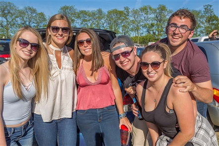 Smiles at Jason Aldean at Darien Lake