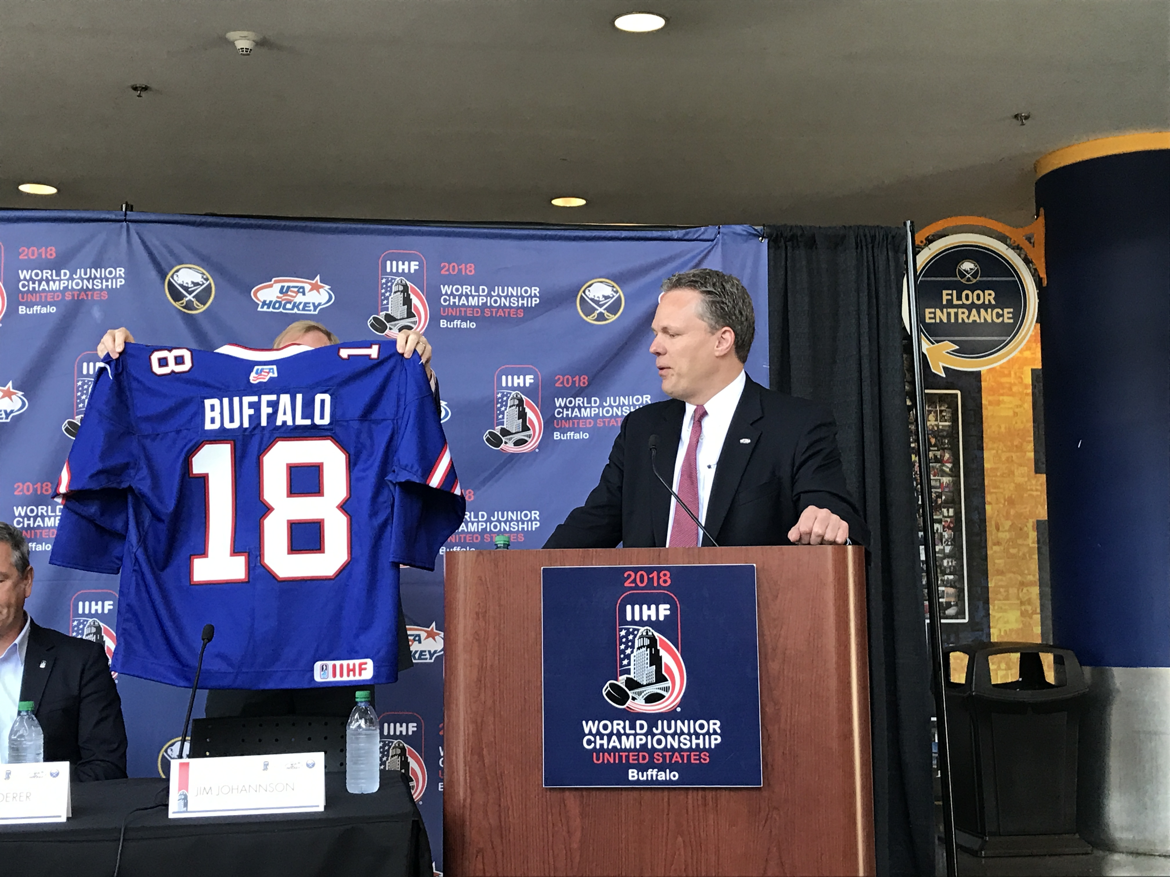 Usa Hockey Unveils Bills Themed Jersey For World Junior Outdoor Game