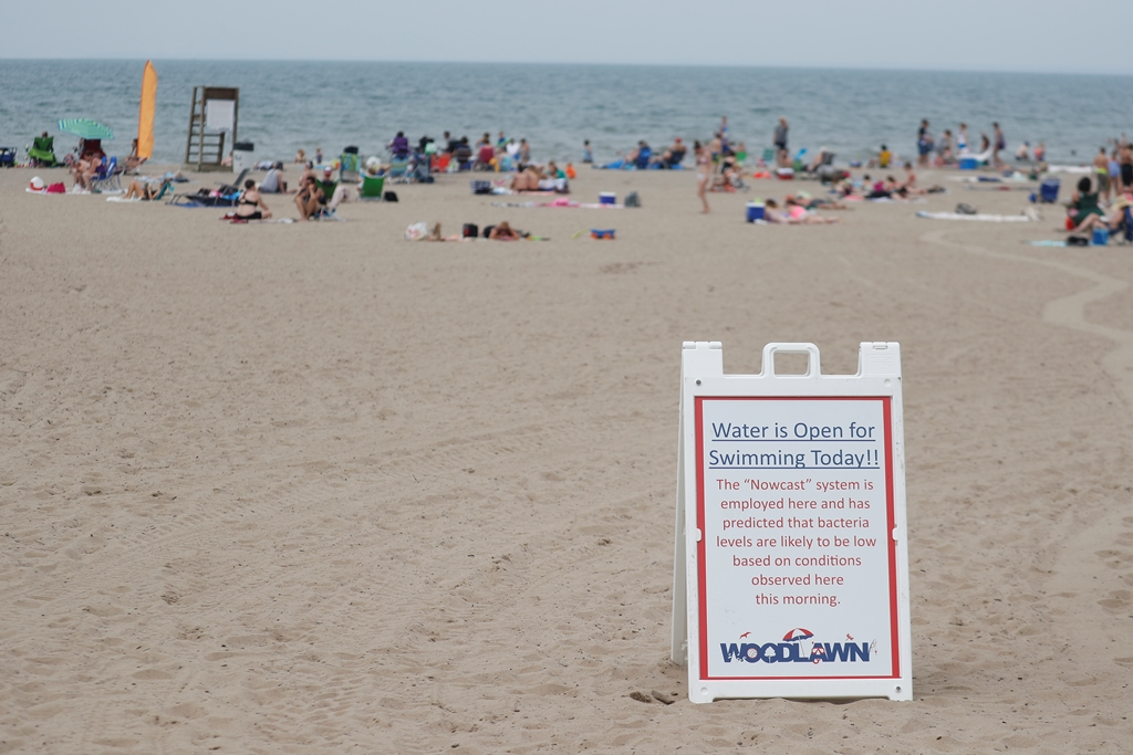A notifies swimmers Woodlawn Beach is safe for swimming.  The county has banned swimming there 38 of 56 days this summer. (John Hickey/Buffalo News)