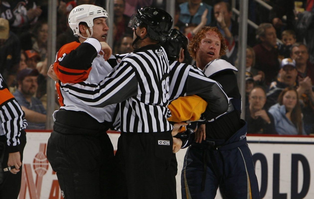 An altercation between R.J. Umberger, left, and Brian Campbell, right, in 2007. (John Hickey/Buffalo News file photo)