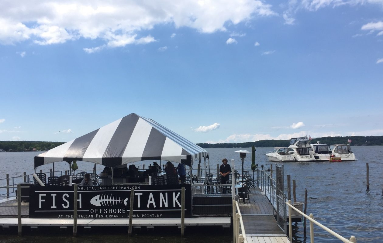 The floating bar at The Italian Fisherman is a draw for both boaters and those on foot. (Elizabeth Carey/Special to The News.)