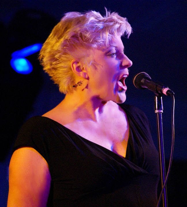 Jazz singer Nancy Kelly performs at the Olcott Beach Jazz Trail event. (Photo by John Herr)