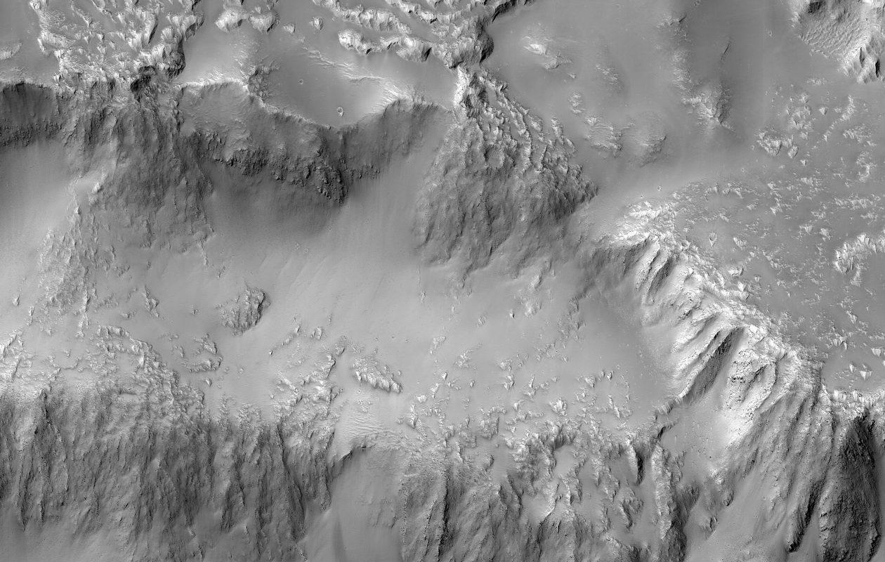 The 'Niagara Falls of Mars.' (Credit: NASA/JPL-Caltech/University of Arizona)