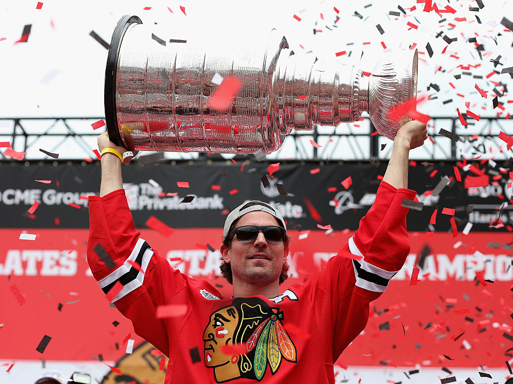 Patrick Sharp hoists the Stanley Cup during the Blackhawks' 2015 victory rally (Getty Images).