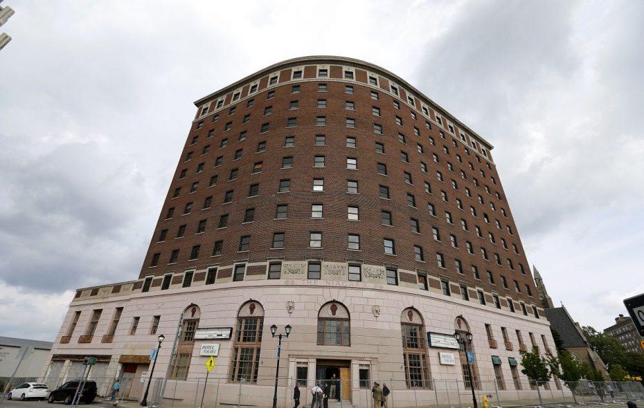 A Syracuse company will redevelop the Hotel Niagara in Niagara Falls. (Mark Mulville/News file photo)