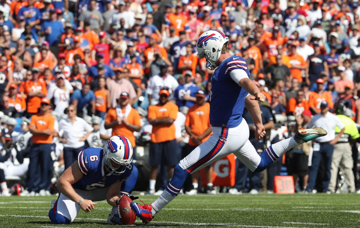 Buffalo Bills kicker Stephen Hauschka (4) kicks a field goal in the second quarter at New Era Field in Orchard Park N.Y. on Sunday, Sept. 24, 2017.  (James P. McCoy / Buffalo News)