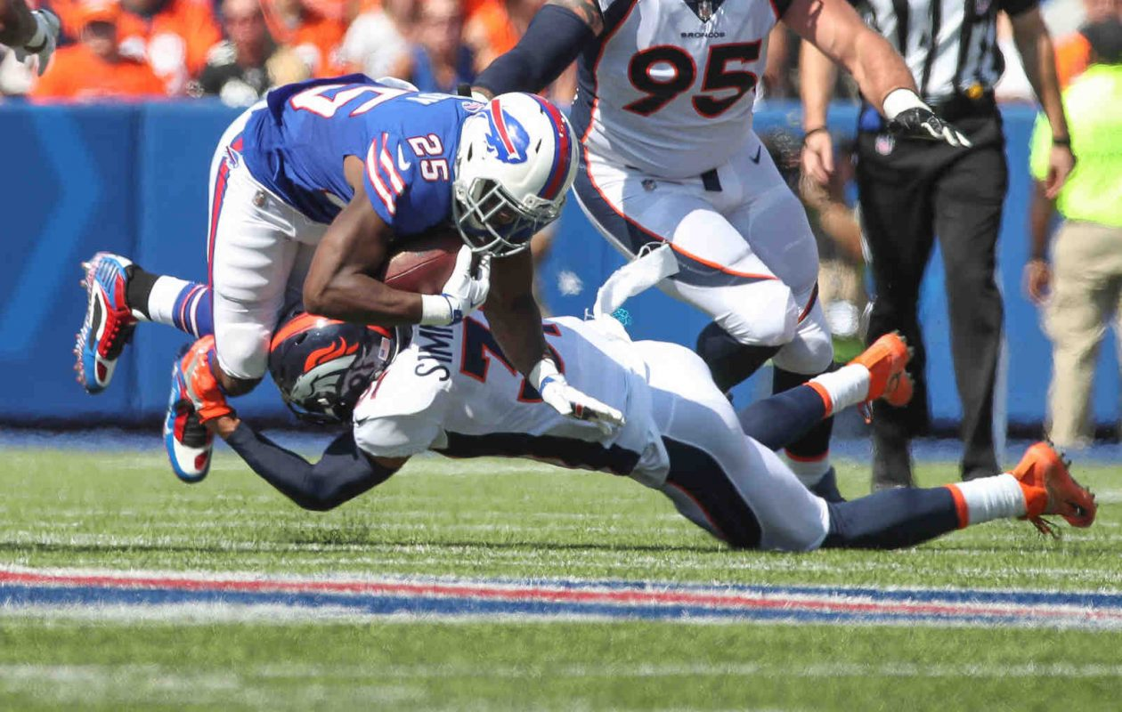 Buffalo Bills running back LeSean McCoy couldn't find much space Sunday, but the rest of the Bills' offense did its part. (James P. McCoy/Buffalo News)