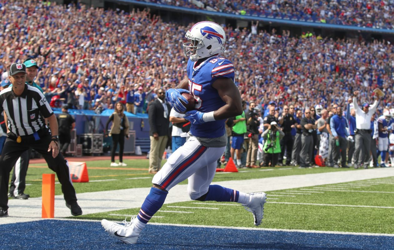 Bills tight end Charles Clay scores a touchdown in the second quarter against the Jets at New Era Field in Orchard Park.  (James P. McCoy/Buffalo News)