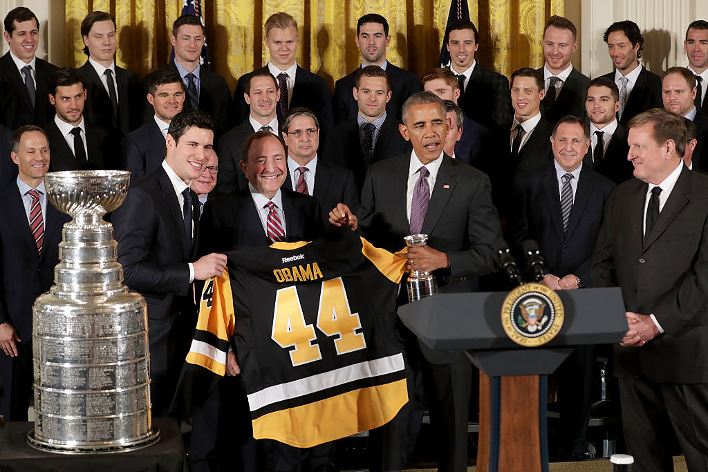 Sidney Crosby and NHL Commissioner Gary Bettman present President Obama with a Penguins jersey as the Stanley Cup champions visited the White House on Oct. 6, 2016 (Getty Images).