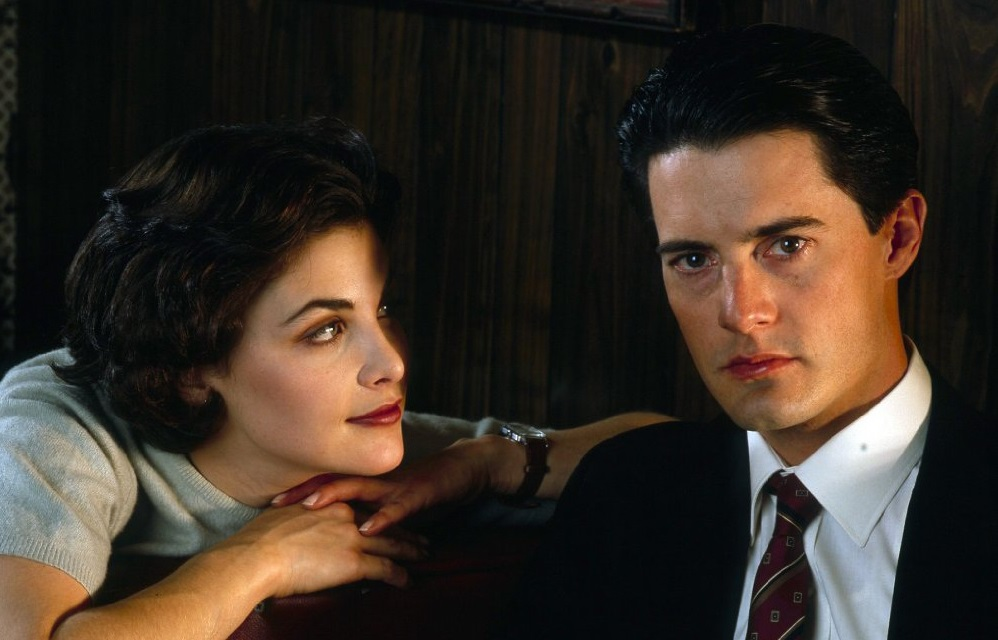 Sherilyn Fenn and Kyle MacLachlan in Twin Peaks (1990)