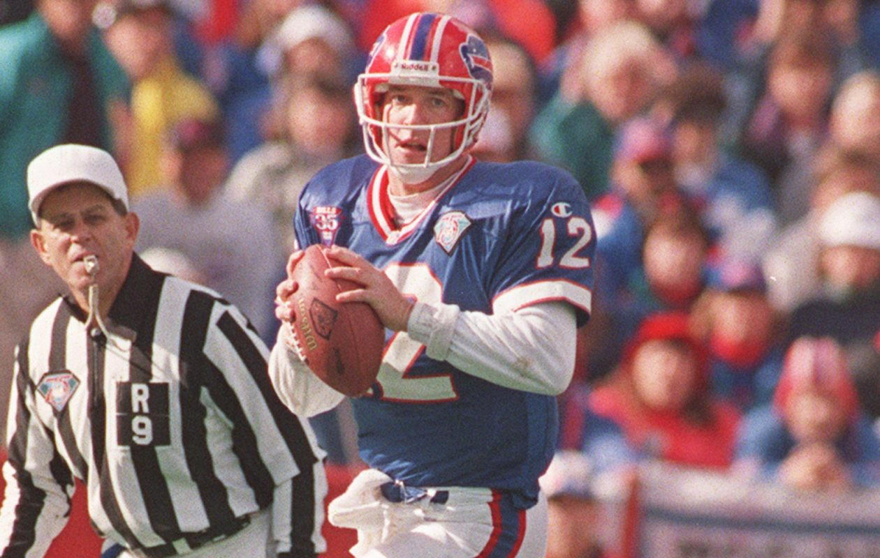 Jim Kelly had 33 completions for 347 yards passing in a 30-27 victory over the Raiders on Dec. 8, 1991. (James P. McCoy/Buffalo News file photo)