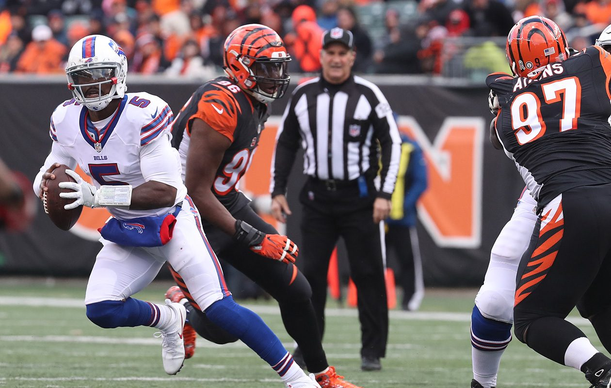 Bills QB Tyrod Taylor rushes for a first down against Bengals DT Geno Atkins during the Nov. 20, 2016, game in Cincinnati.(James P. McCoy/News file photo)