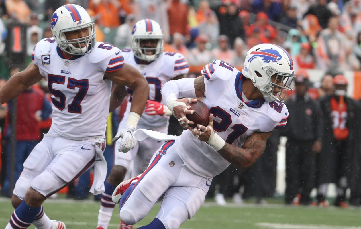 Bills free safety Jordan Poyer (21) is on the move after recovering a fumble in the third quarter. (James P. McCoy / Buffalo News)