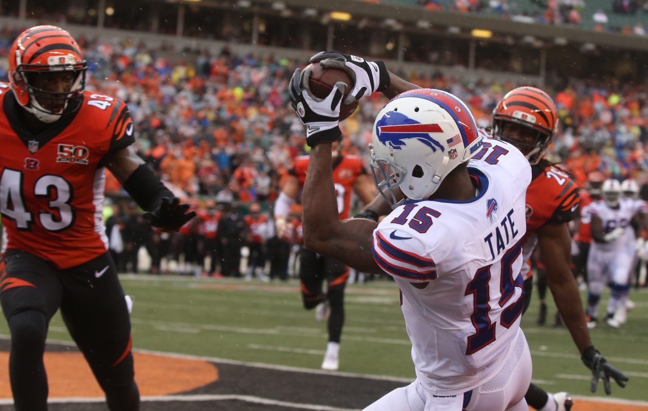 Buffalo Bills wide receiver Brandon Tate (15) catches a touchdown pass in the second quarter. (James P. McCoy / Buffalo News)