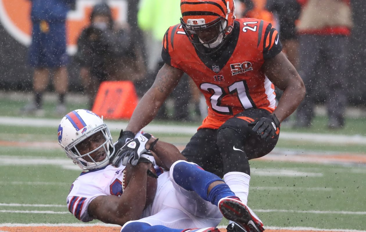 Buffalo Bills wide receiver Brandon Tate (15) catches a pass in front of Cincinnati Bengals cornerback Darqueze Dennard (21) in the first quarter at Paul Brown Stadium in Cincinnati in Ohio on Sunday, Oct. 8, 2017.  (James P. McCoy / Buffalo News)