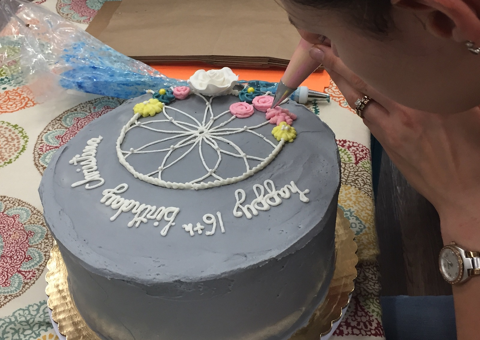 A Cake Decorator Uses Steady Hand At Sweet Pea Bakery Elizabeth Carey Special To The News
