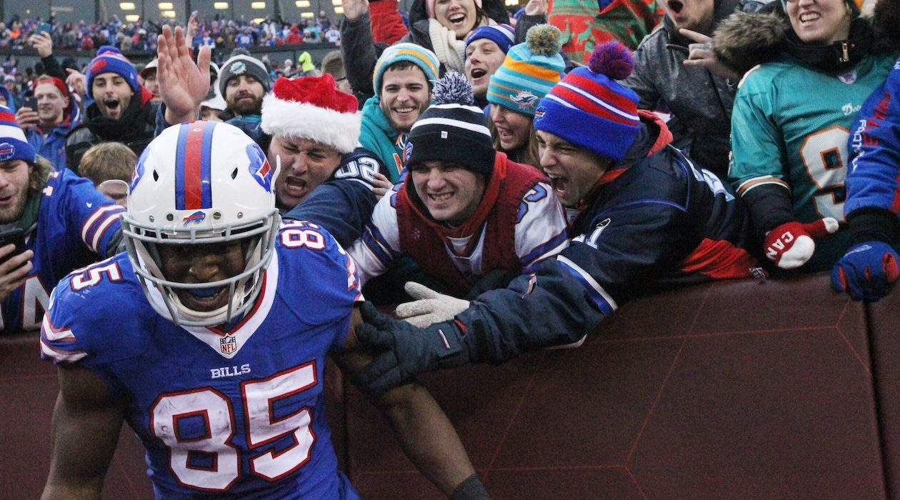 Fans show love for Charles Clay (James P. McCoy/Buffalo News)