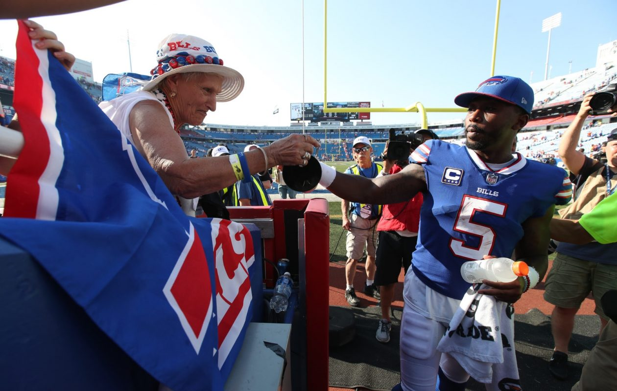Buffalo Bills quarterback Tyrod Taylor (5) shakes hands with fans at the end of game after beating the Broncos. (James P. McCoy/News file photo)