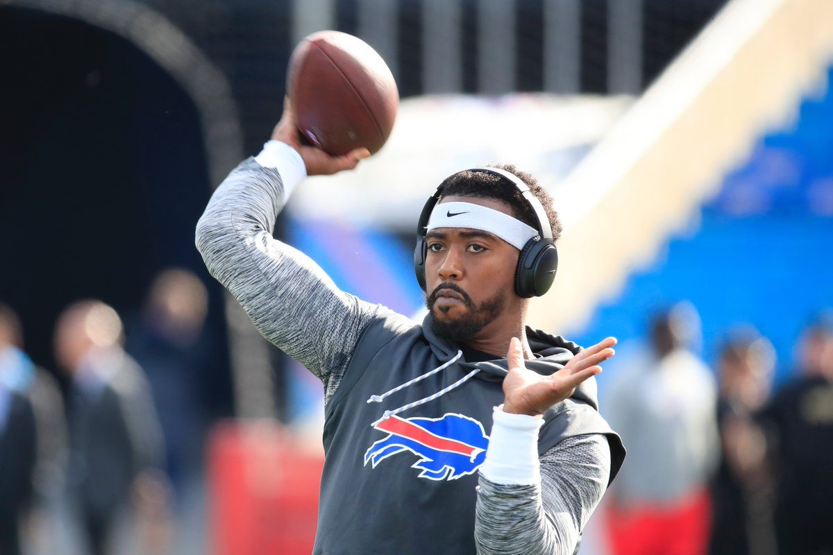 Tyrod Taylor warms up prior to the Bills-Bucs game. (Harry Scull Jr./Buffalo News)