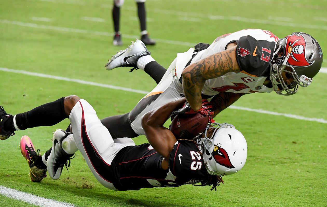 Mike Evans of the Tampa Bay Buccaneers attempts to strip the ball away (Photo: Norm Hall/Getty Images)