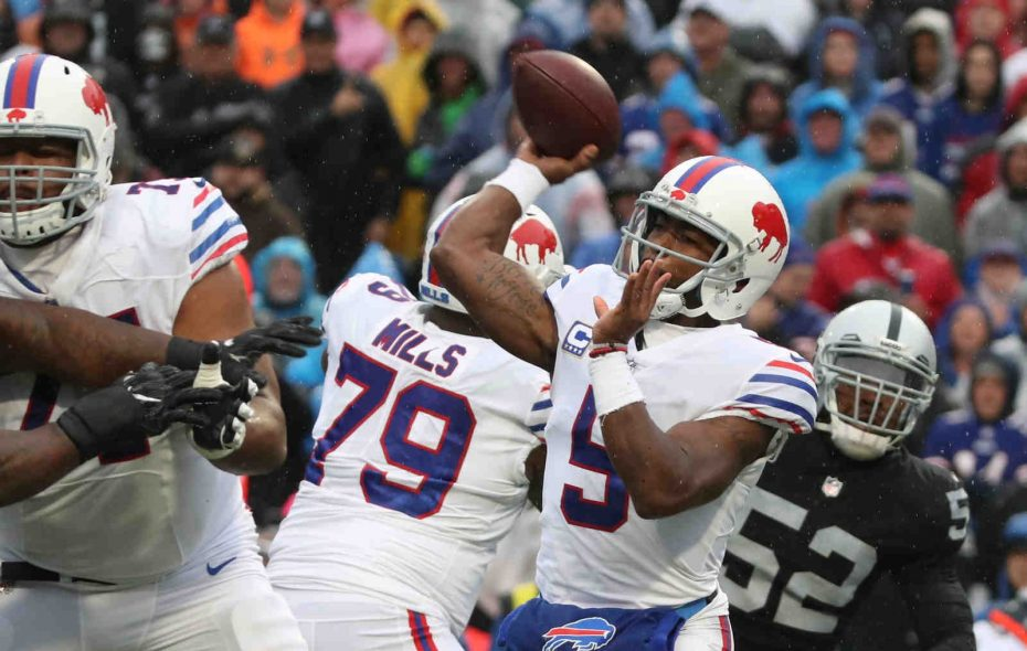 Bills quarterback Tyrod Taylor was protected by his tackles Sunday. (James P. McCoy/Buffalo News)