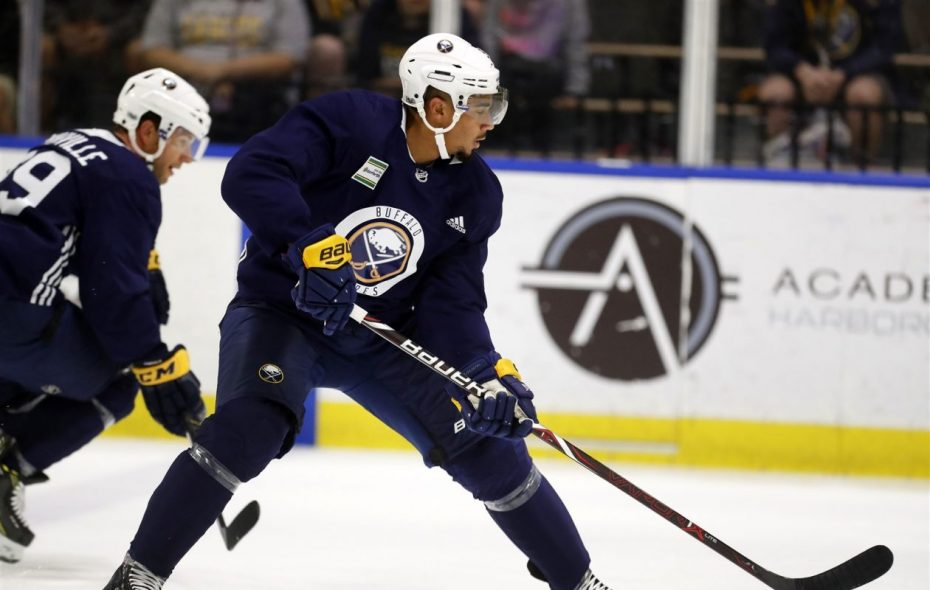 Evander Kane takes his game – and his Twitter account – to San Jose. (Mark Mulville/News file photo)