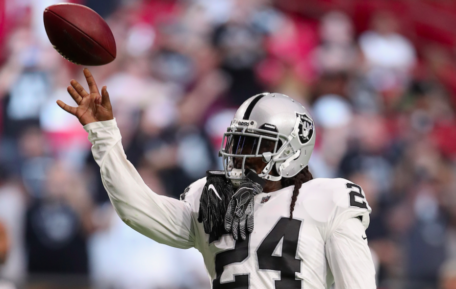 Running back Marshawn Lynch #24 of the Oakland Raiders warms up before the NFL game against the Arizona Cardinals at the University of Phoenix Stadium on August 12, 2017 in Glendale, Arizona. The Cardinals defeated the Raiders 20-10. (Photo by Christian Petersen/Getty Images)
