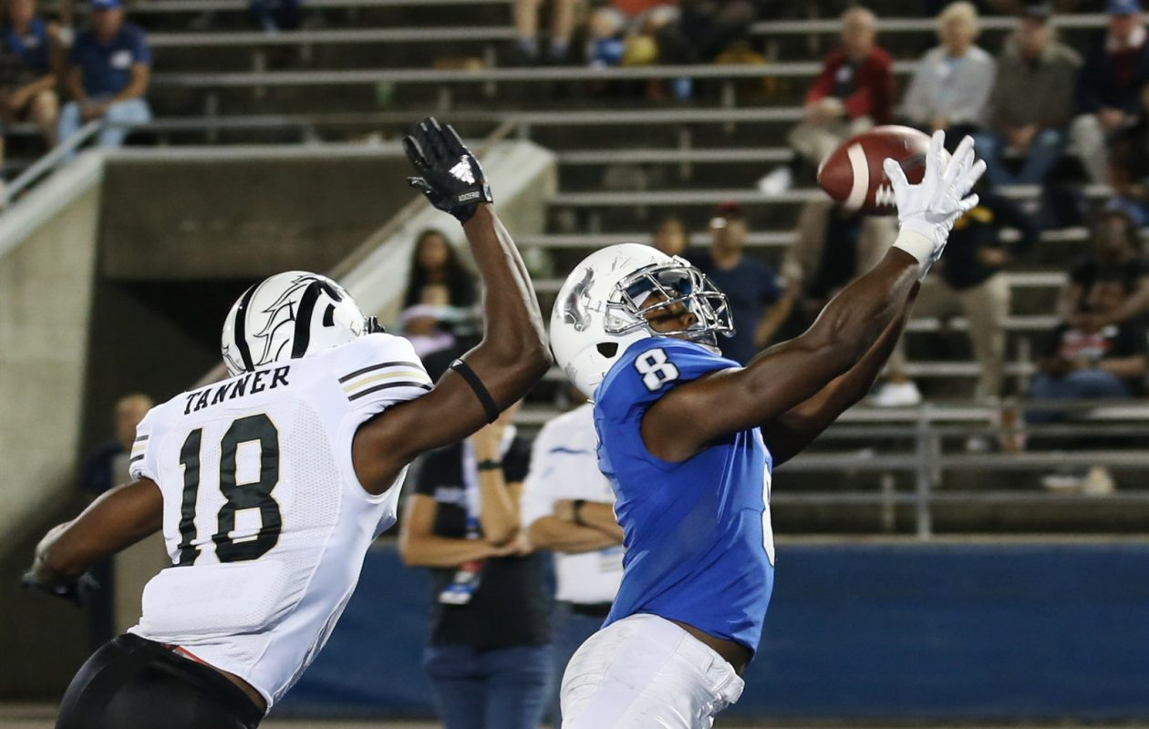 UB's K.J. Osborn catches a touchdown pass in the 3rd overtime against Western Michigan. (Sharon Cantillon/Buffalo News)