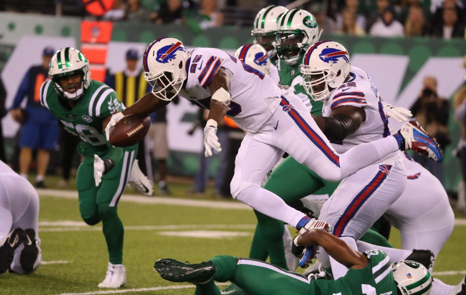 Buffalo Bills running back LeSean McCoy (25) rushes in the first quarter. (James P. McCoy/Buffalo News)