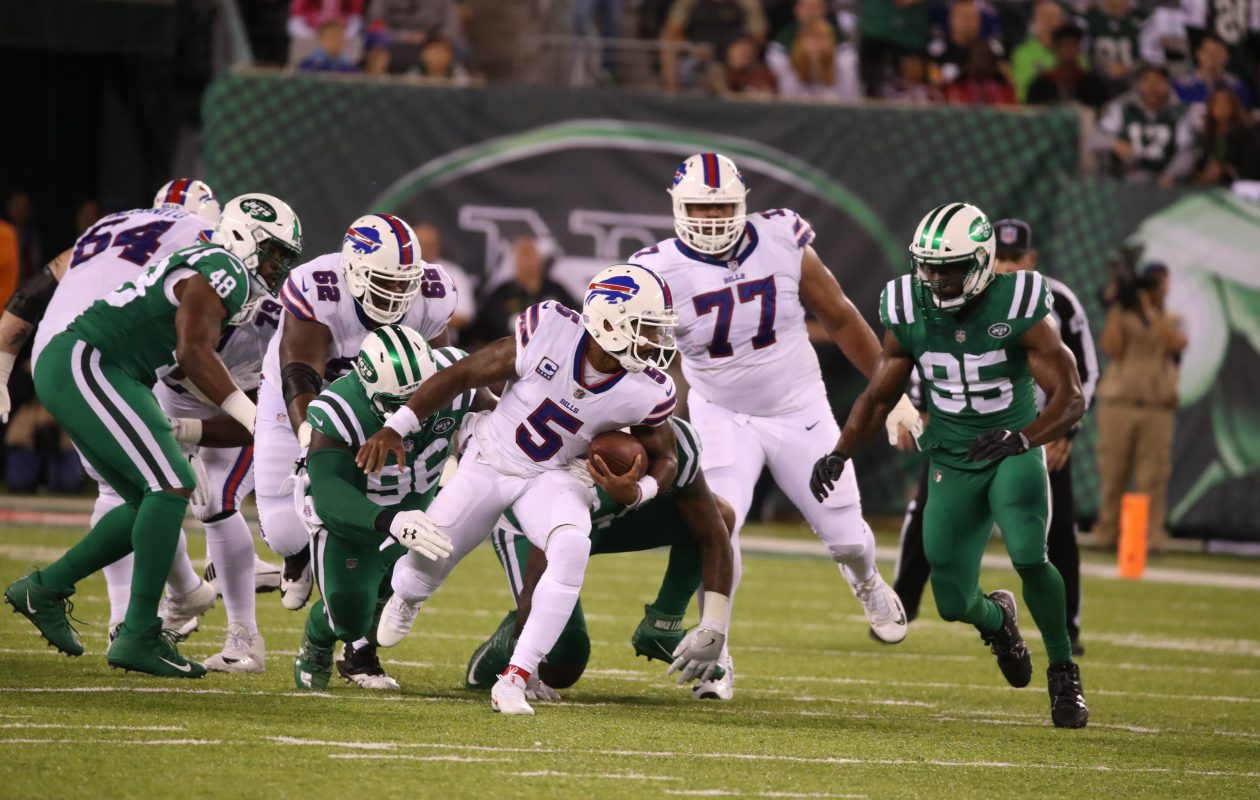 Buffalo Bills quarterback Tyrod Taylor (5) runs for yardage against the Jets in the first quarter at MetLife Stadium in New Rutherford, N.J,, on Thursday, Nov. 2, 2017. (James P. McCoy/Buffalo News)