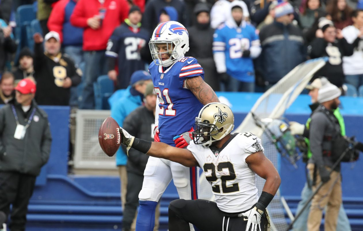 New Orleans Saints running back Mark Ingram breaks through the Bills defense for a first down in the third quarter. (James P. McCoy/Buffalo News)