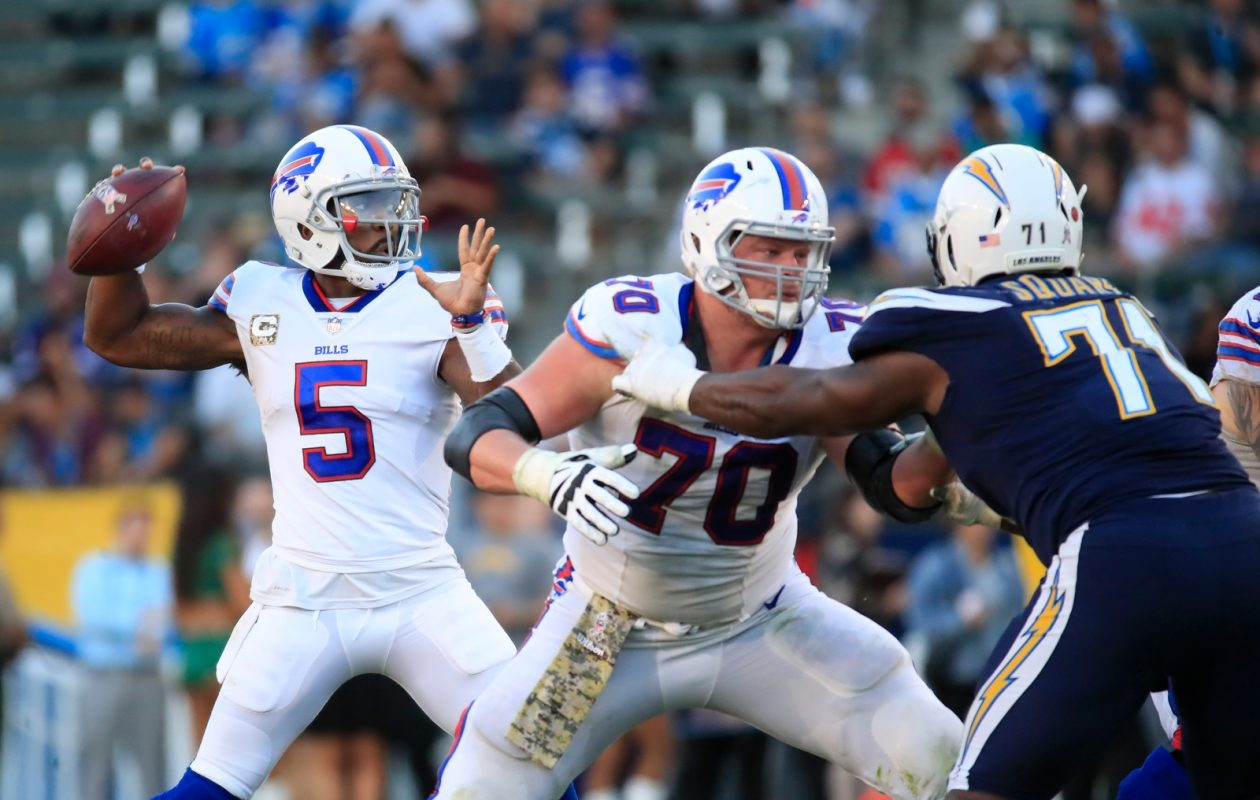 Tyrod Taylor has the support of his teammates, like center Eric Wood (70). (Harry Scull Jr./News file photo)