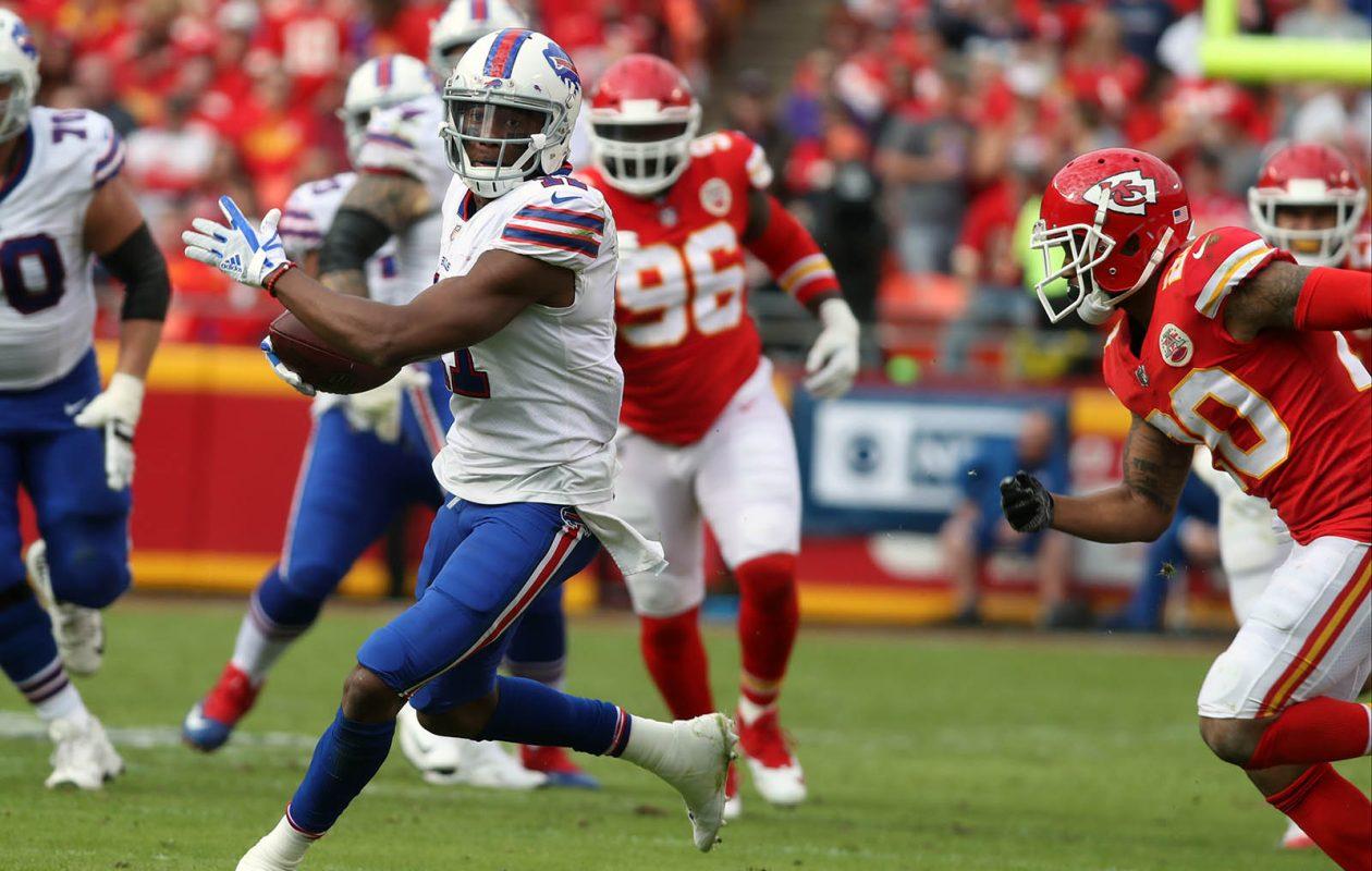 Bills wide receiver Zay Jones catches a pass for a first down over Kansas City cornerback Steven Nelson. (James P. McCoy/Buffalo News)