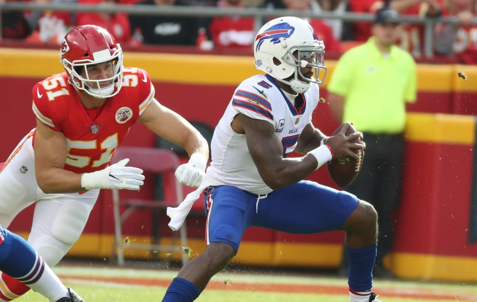 Buffalo Bills quarterback Tyrod Taylor played an efficient and careful game against the Kansas City Chiefs. (James P. McCoy/Buffalo News)
