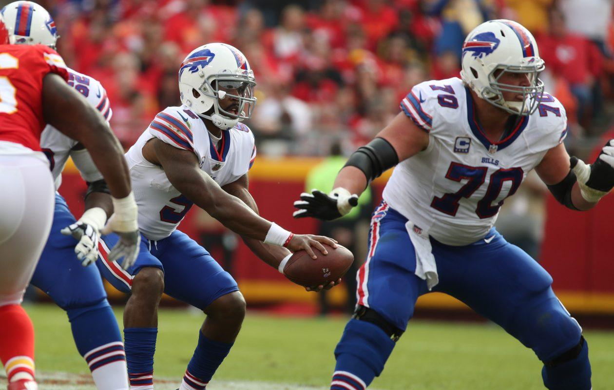 Buffalo Bills center Eric Wood (70) blocks for quarterback Tyrod Taylor in the first quarter at Arrowhead Stadium in Kansas City, Mo., on Sunday, Nov. 26, 2017.  (James P. McCoy / Buffalo News)