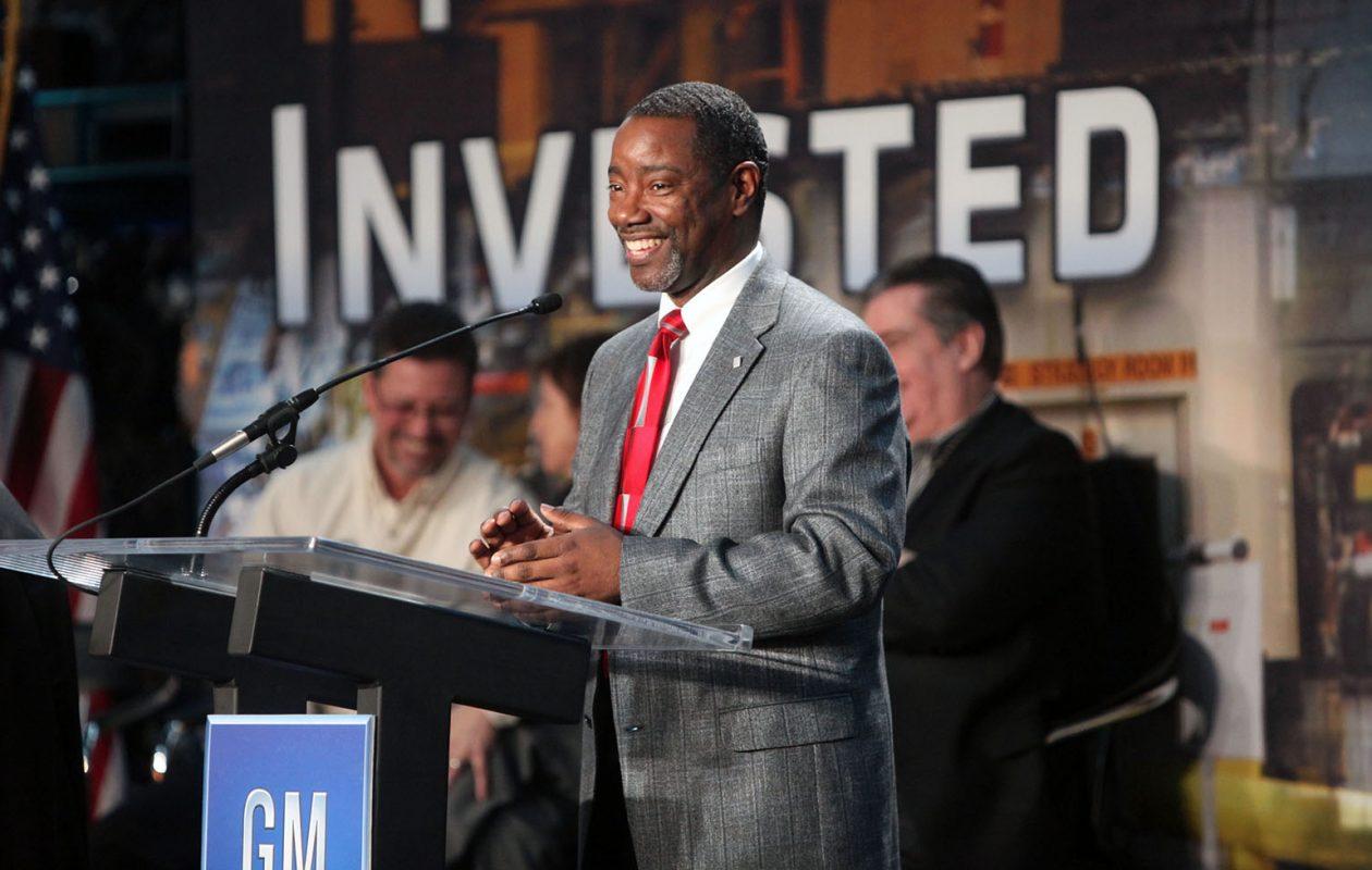 GM Tonawanda plant manager Steve Finch, shown here in 2010, is retiring. (Robert Kirkham/News file photo)