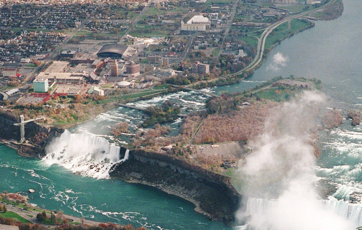 File photo of Niagara Falls shows how the Niagara Scenic Parkway cuts the city off from the riverfront. (News file photo)
