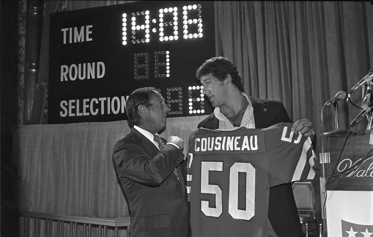 Tom Cousineau, a linebacker from Ohio State, was the No. 1 pick in 1979 by the Buffalo Bills during the NFL Draft at the Waldorf-Astoria in New York, May 3, 1979; NFL commissioner Pete Rozelle is on the left. (The New York Times)