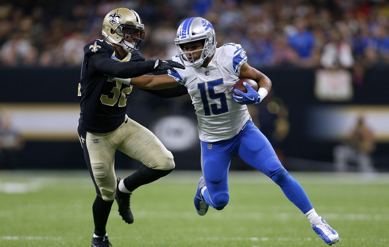 Golden Tate of the Detroit Lions runs with the ball as Kenny Vaccaro of the New Orleans Saints defends.  (Getty Images)