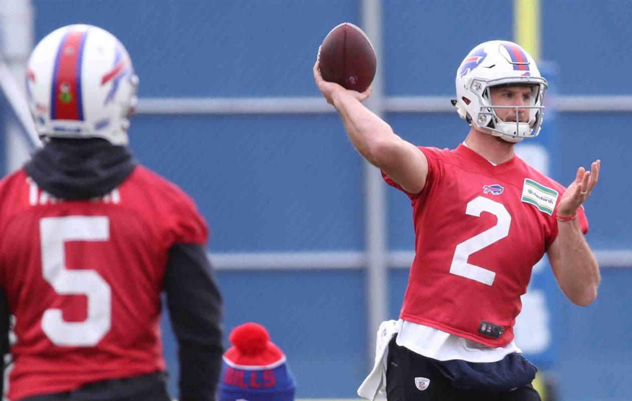 Nathan Peterman throws a pass at Bills practice while Tyrod Taylor looks on (James P. McCoy/Buffalo News)