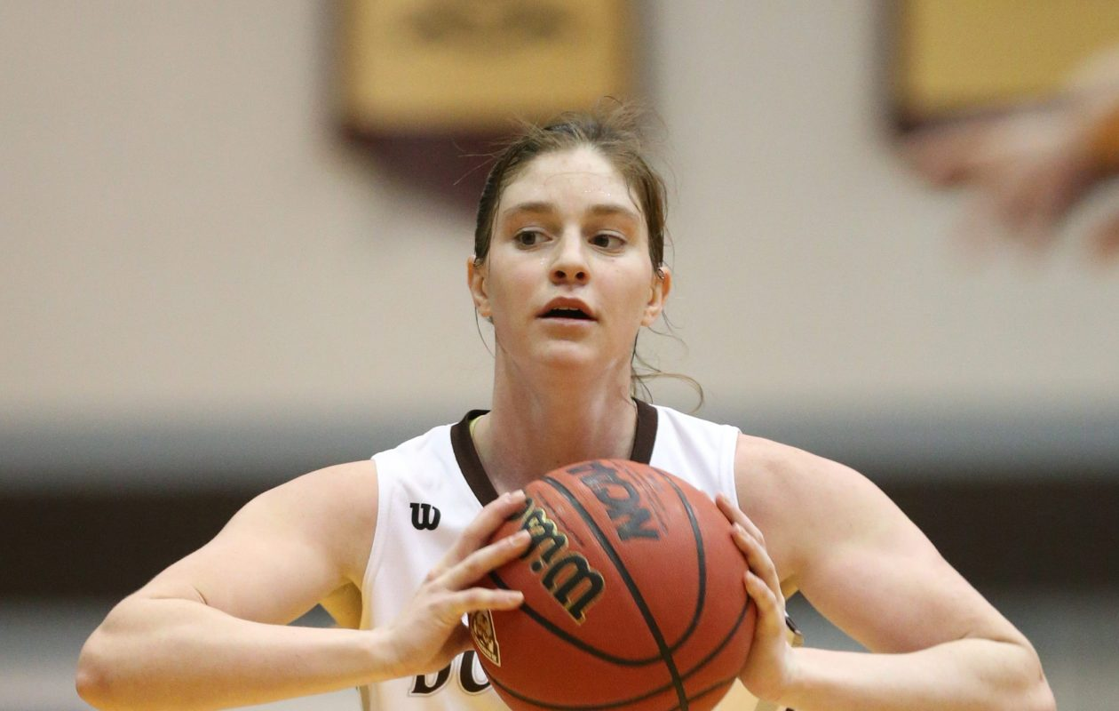 St. Bonaventure Bonnies guard Mariah Ruff (2) passes the ball in the fourth quarter at St Bonaventure University's Bob Lanier Court Reilly Center  in Olean,NY on Sunday, Jan. 31, 2016.  (James P. McCoy/ Buffalo News)