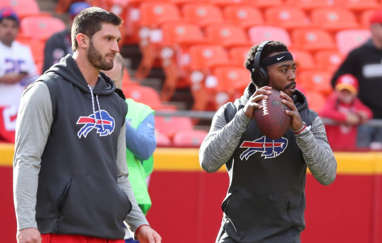 Nathan Peterman and Tyrod Taylor warm up at Arrowhead Stadium. (James P. McCoy/News file photo)