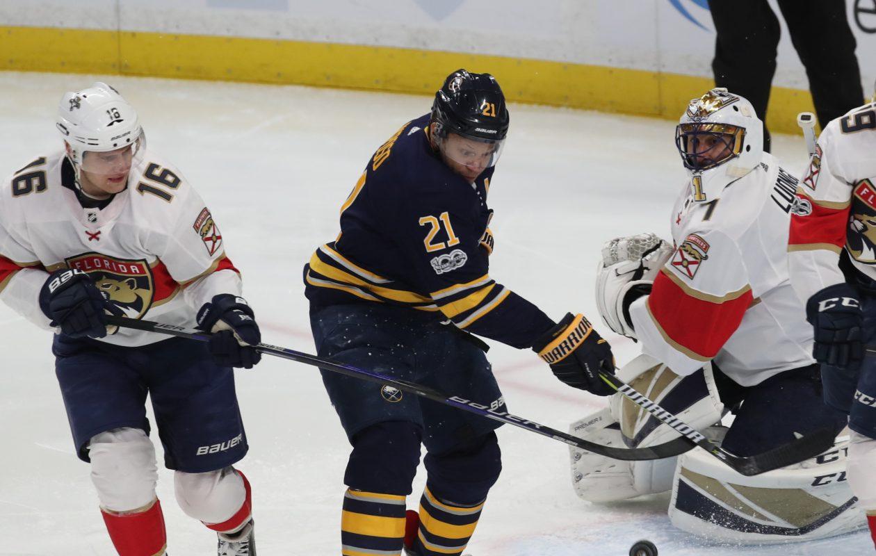 Florida Panthers goalie Roberto Luongo won his 455th career game Friday. (James P. McCoy / Buffalo News)