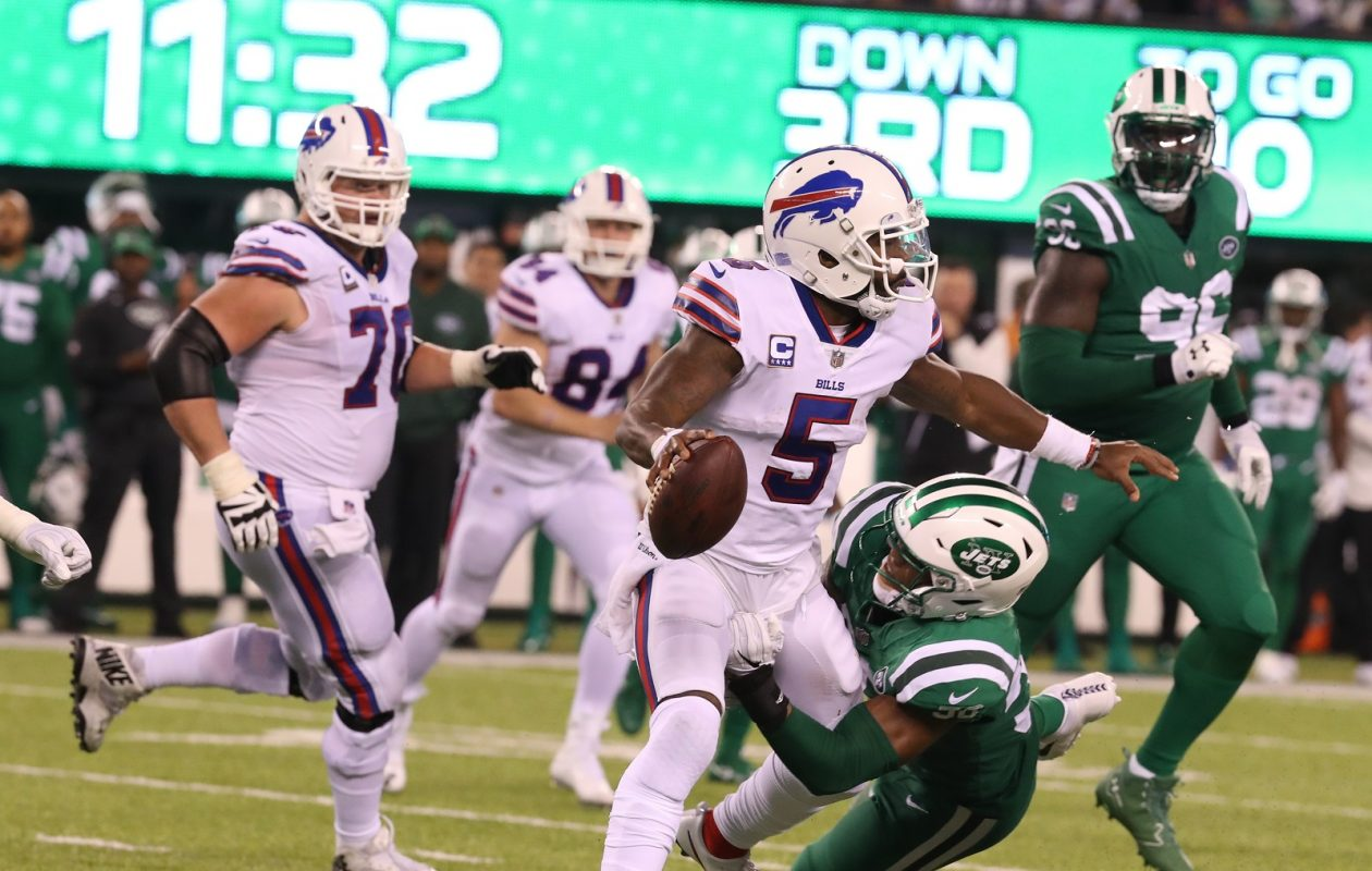 Tyrod Taylor takes a sack in the third quarter against the Jets at MetLife Stadium. (James P. McCoy/Buffalo News)