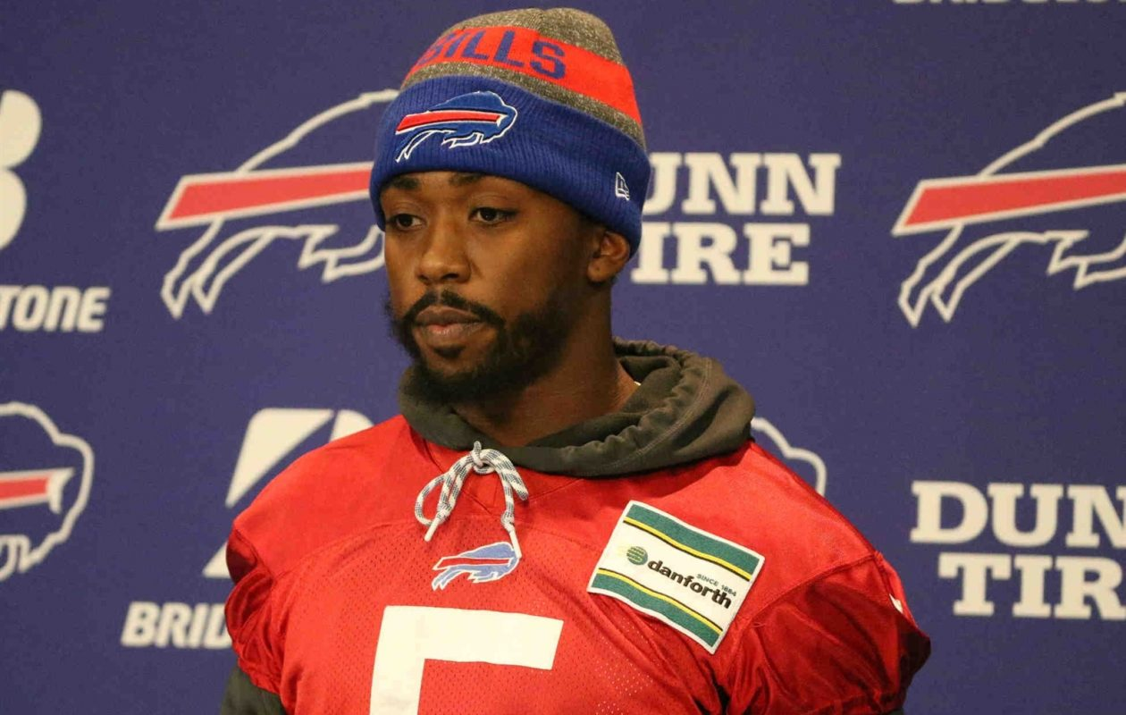 Tyrod Taylor answers questions from the media  (James P. McCoy/Buffalo News)