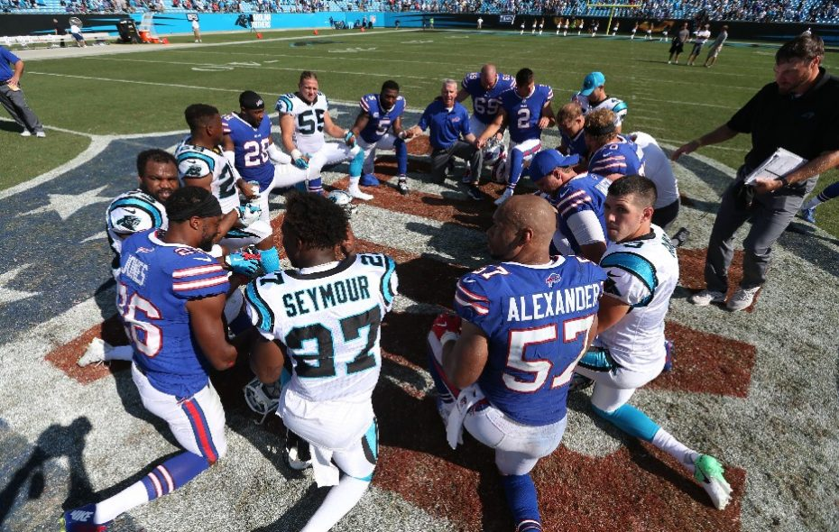 Buffalo Bills team chaplain Len Vanden Bos, shown to the right of quarterback Tyrod Taylor (5), leads a post-game prayer following the Week Two game against the Carolina Panthers. (James P. McCoy/Buffalo News)
