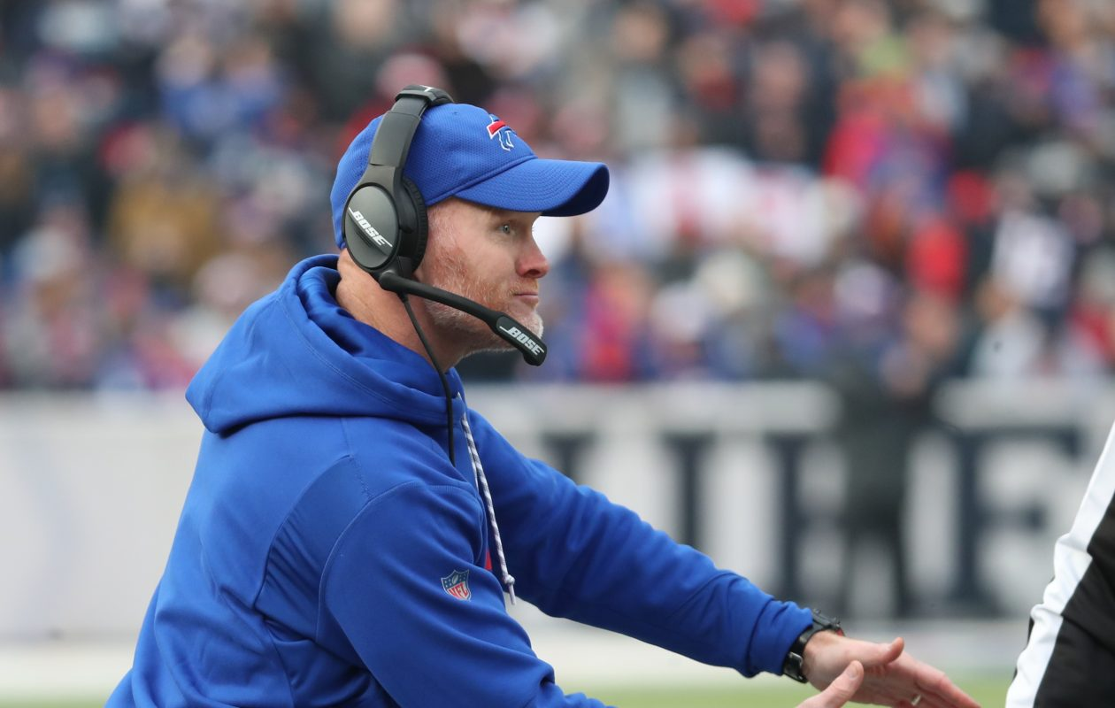 Sean McDermott questions a call in a game vs. New England in 2017. (James P. McCoy/Buffalo News)