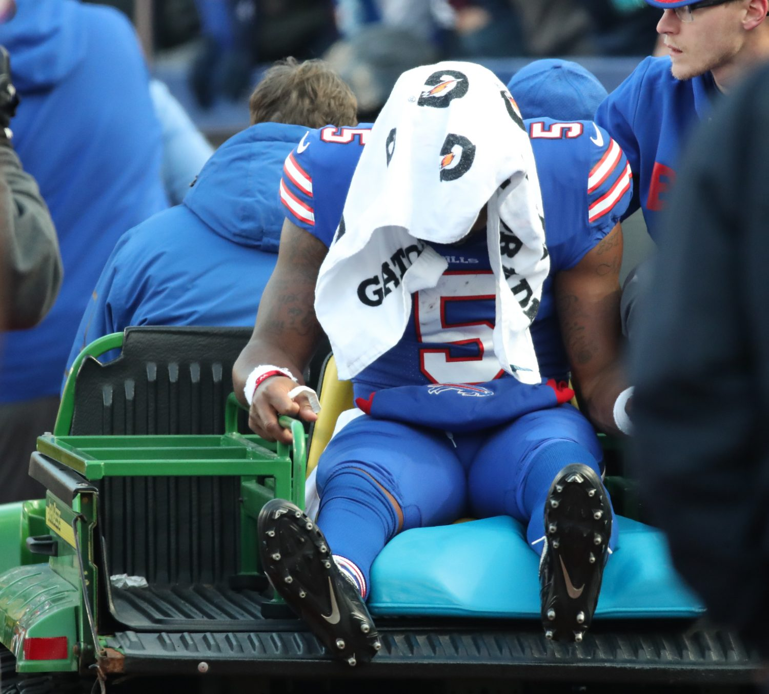 Buffalo Bills' QB Tyrod Taylor carted off with knee injury against Patriots
